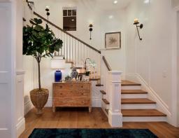 Armonía en el recibidor, el pasillo y las escaleras