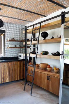 Cocina estantes madera y hierro