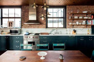 cocina azul petróleo y caravista
