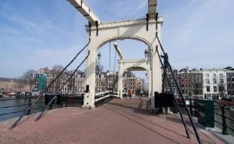el puente mas ancho amsterdam