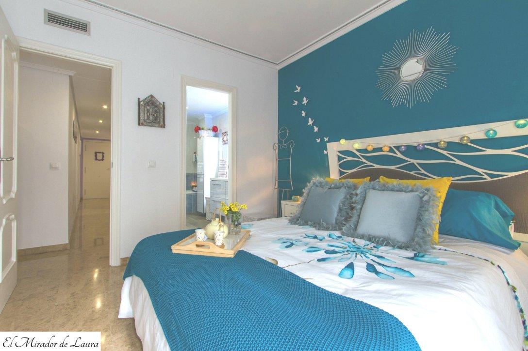 Dormitorio principal azul blanco amarillo