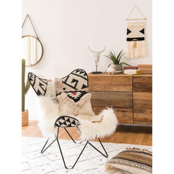 comoda madera silla etnica blanco y negro